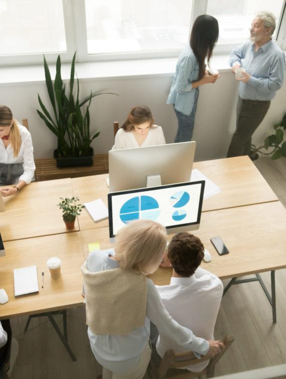 ufficio con molti dipendenti